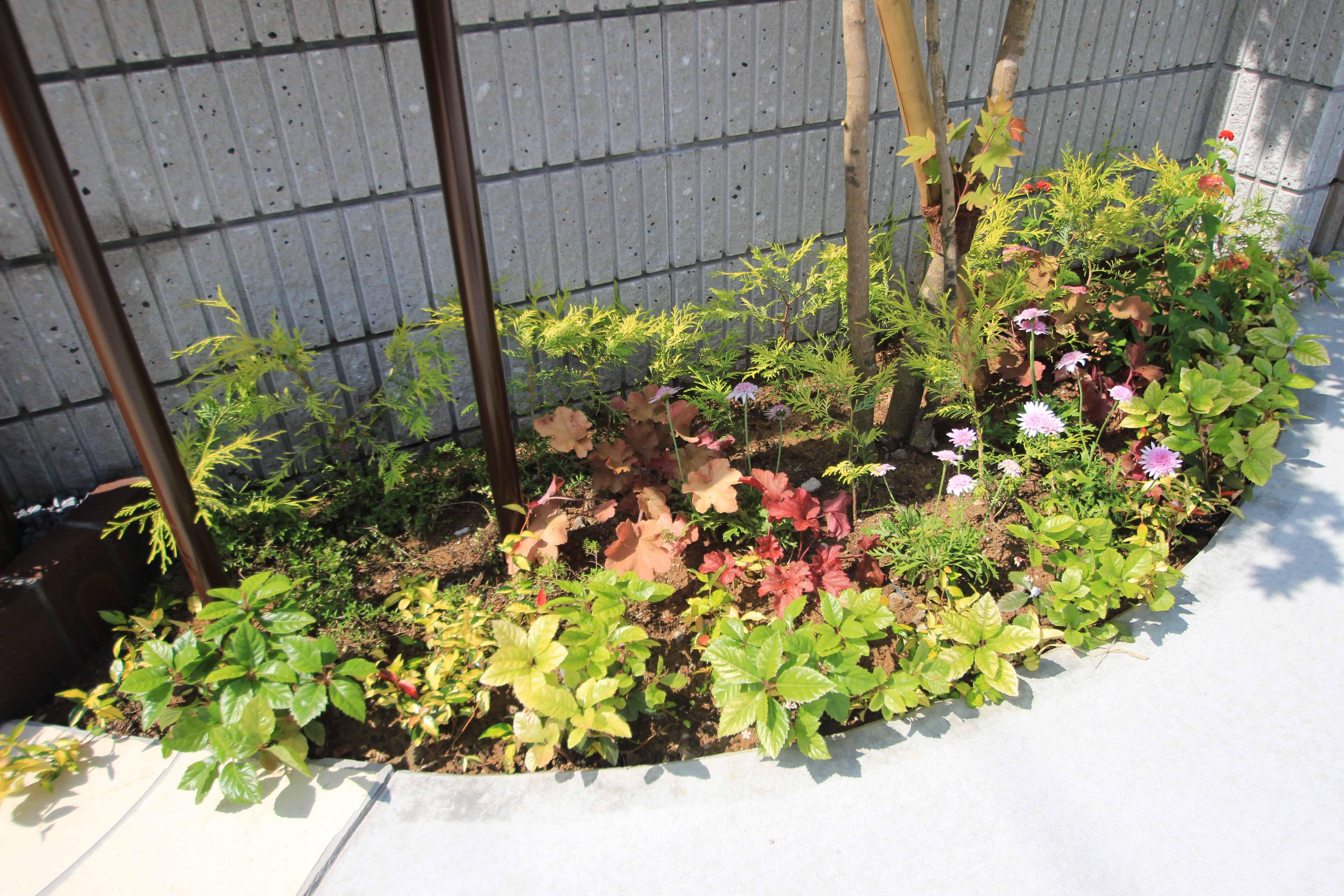 千葉市緑区。アンティークテイストのアプローチ。10