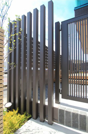 千葉市にて。ウッドデッキとタイルテラスのプライベートガーデンです。10