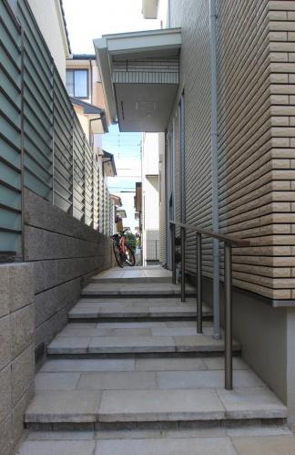 千葉県浦安市にて。ライトアップが素敵。リゾートなモダンエクステリア。12
