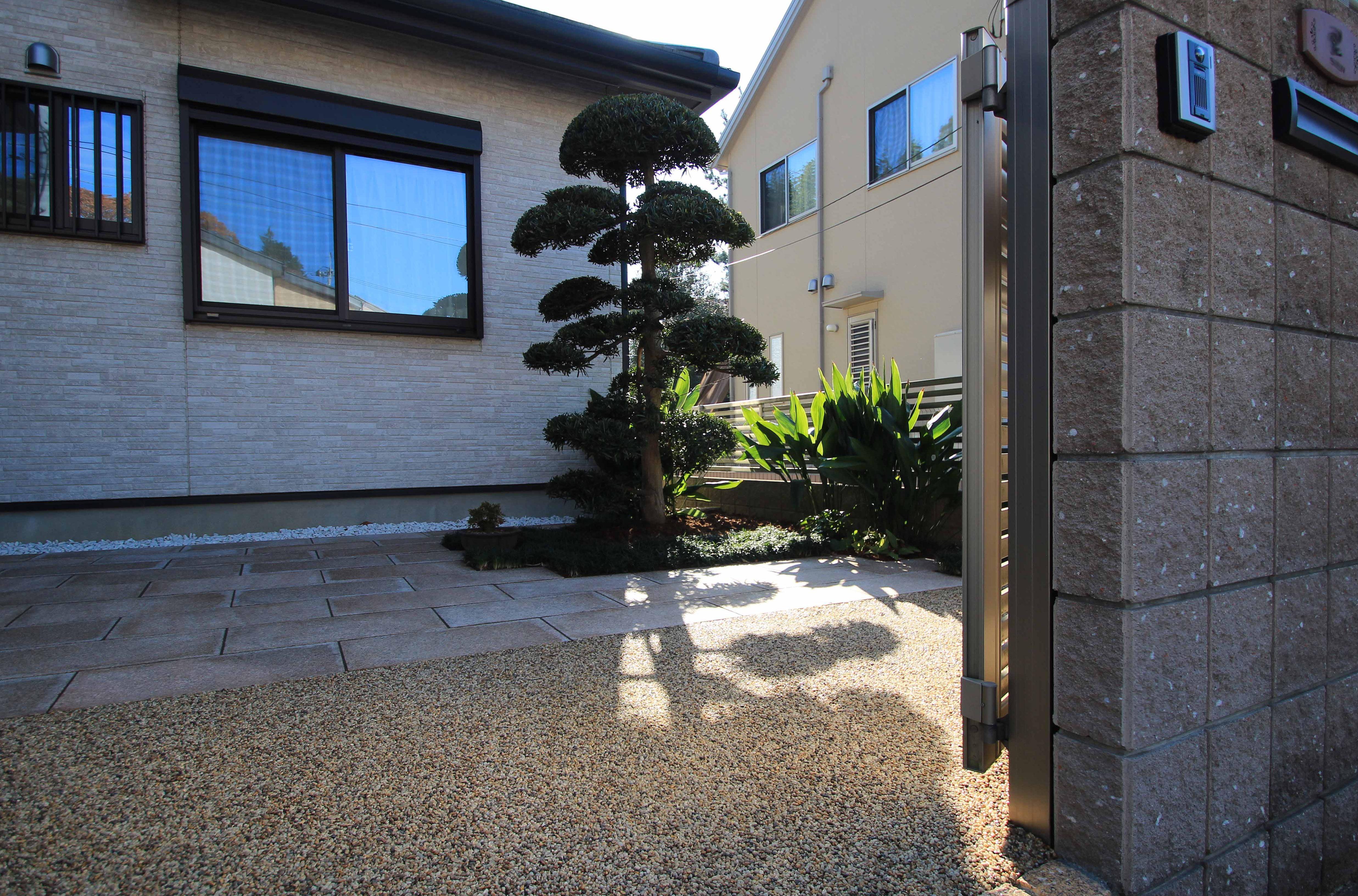 成田市。上質な御影の石畳で、和モダンリフォーム。10