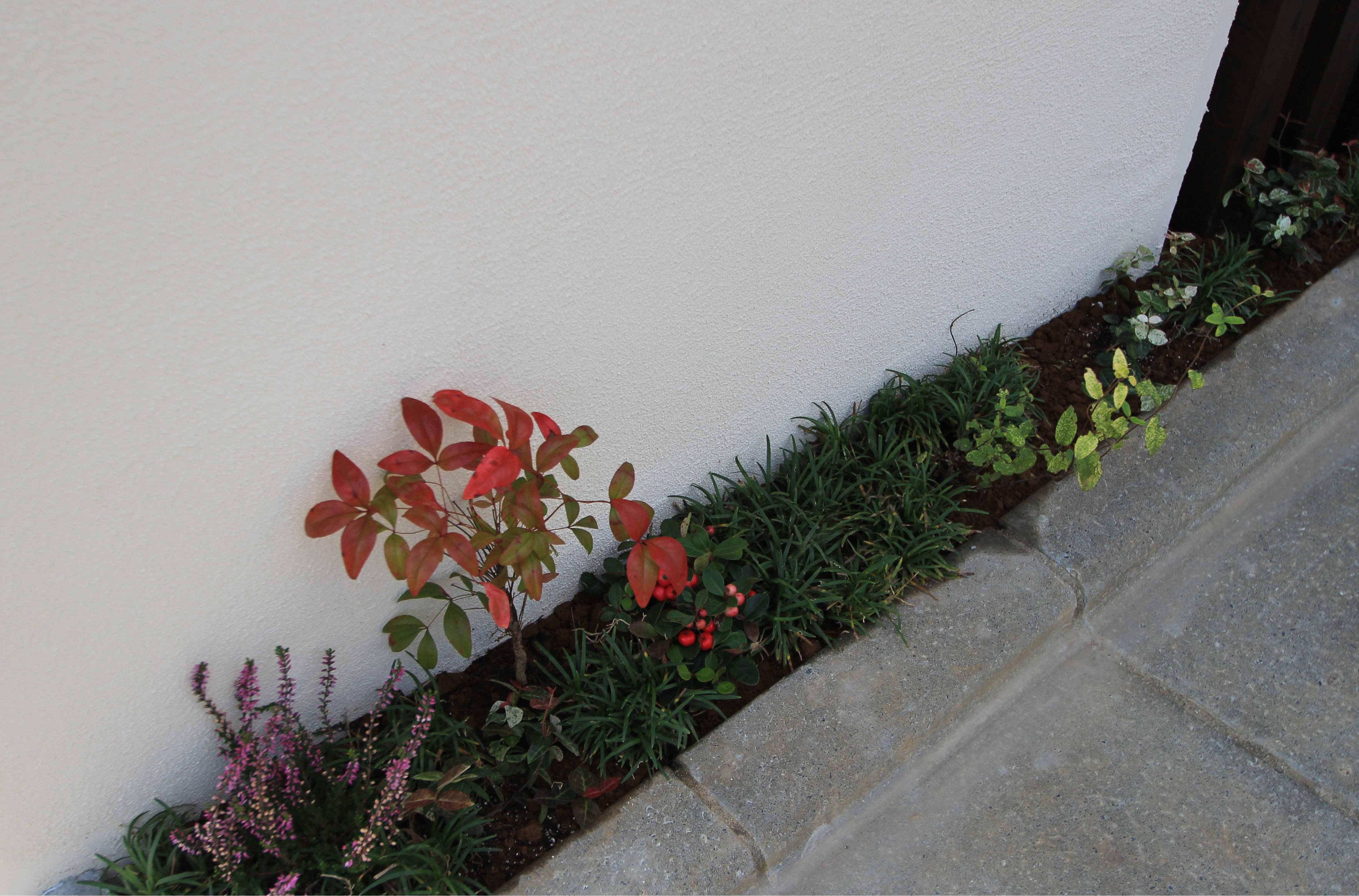 千葉市緑区。ナチュラルな石貼りとシンボルツリーの玄関廻り。6