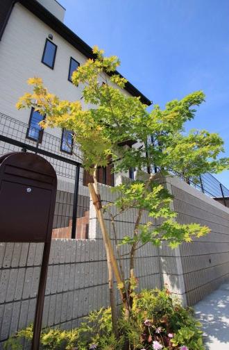 千葉市緑区。アンティークテイストのアプローチ。9