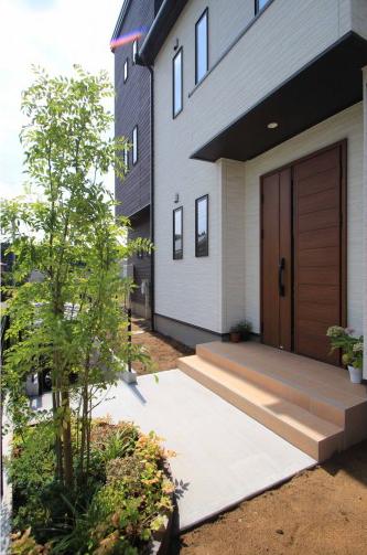 千葉市緑区。アンティークテイストのアプローチ。12