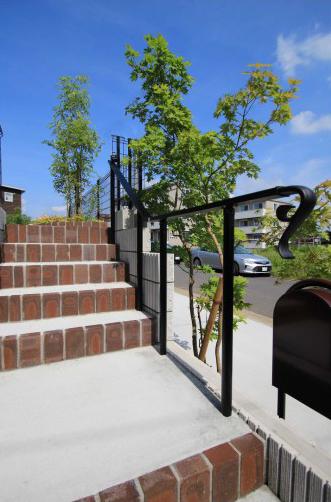 千葉市緑区。アンティークテイストのアプローチ。11