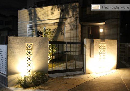 >千葉市。<br>オリエンタルなリゾートテイスト。<br>自然石でデザインした門廻り。
