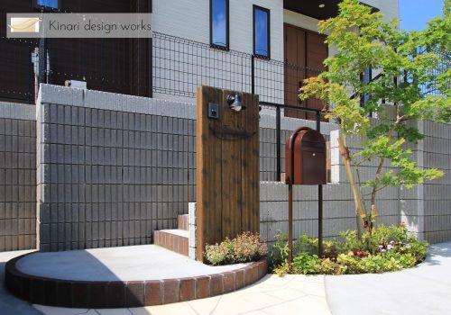 >千葉市緑区。アンティークテイストのアプローチ。