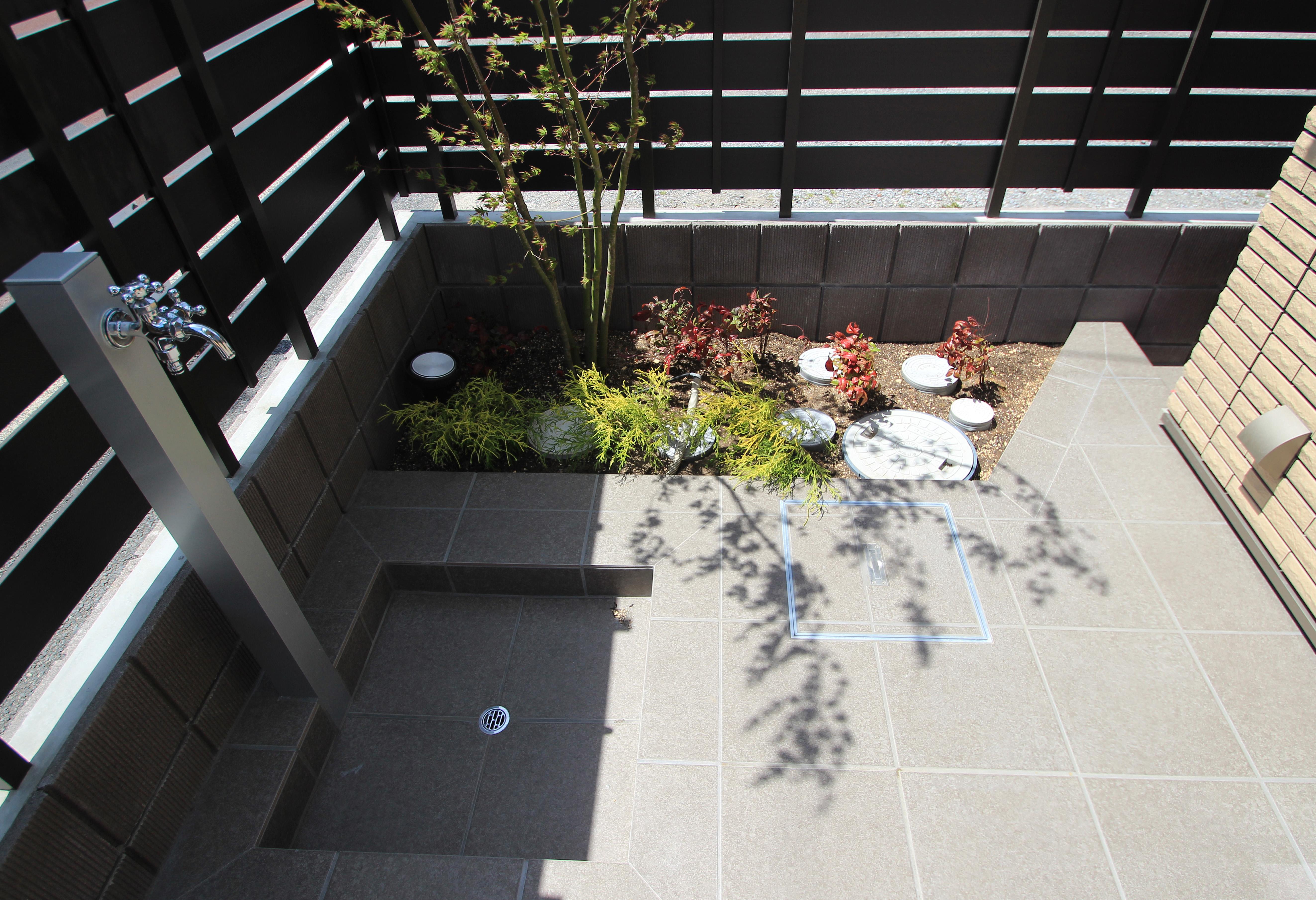 千葉市にて。ウッドデッキとタイルテラスのプライベートガーデンです。17