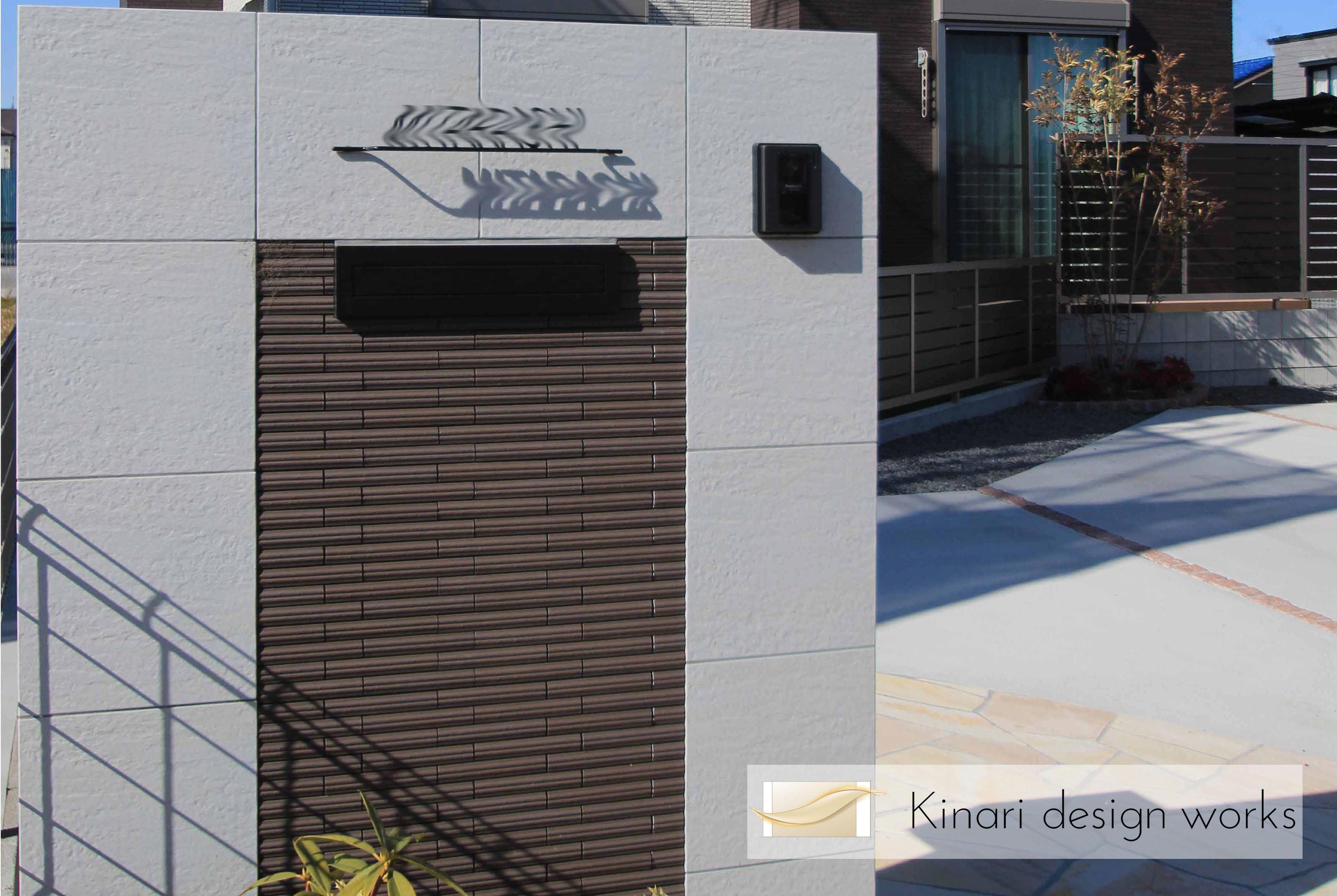 市川市にて。<br>おしゃれなタイル張りのオープンエクステリア。1