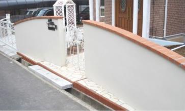 鋳物の門扉と曲線の壁<br>佐倉市S様邸5