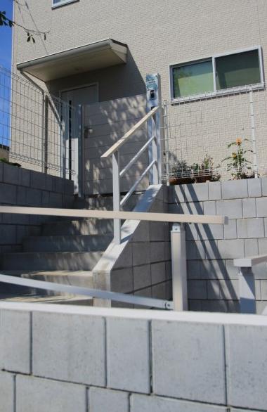 高低差のある外構は型枠ブロックで計画<br>稲毛区12