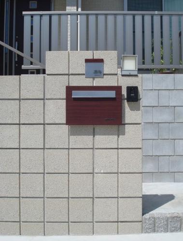 型枠ブロックを使った高低差のある外構<br>印西市7