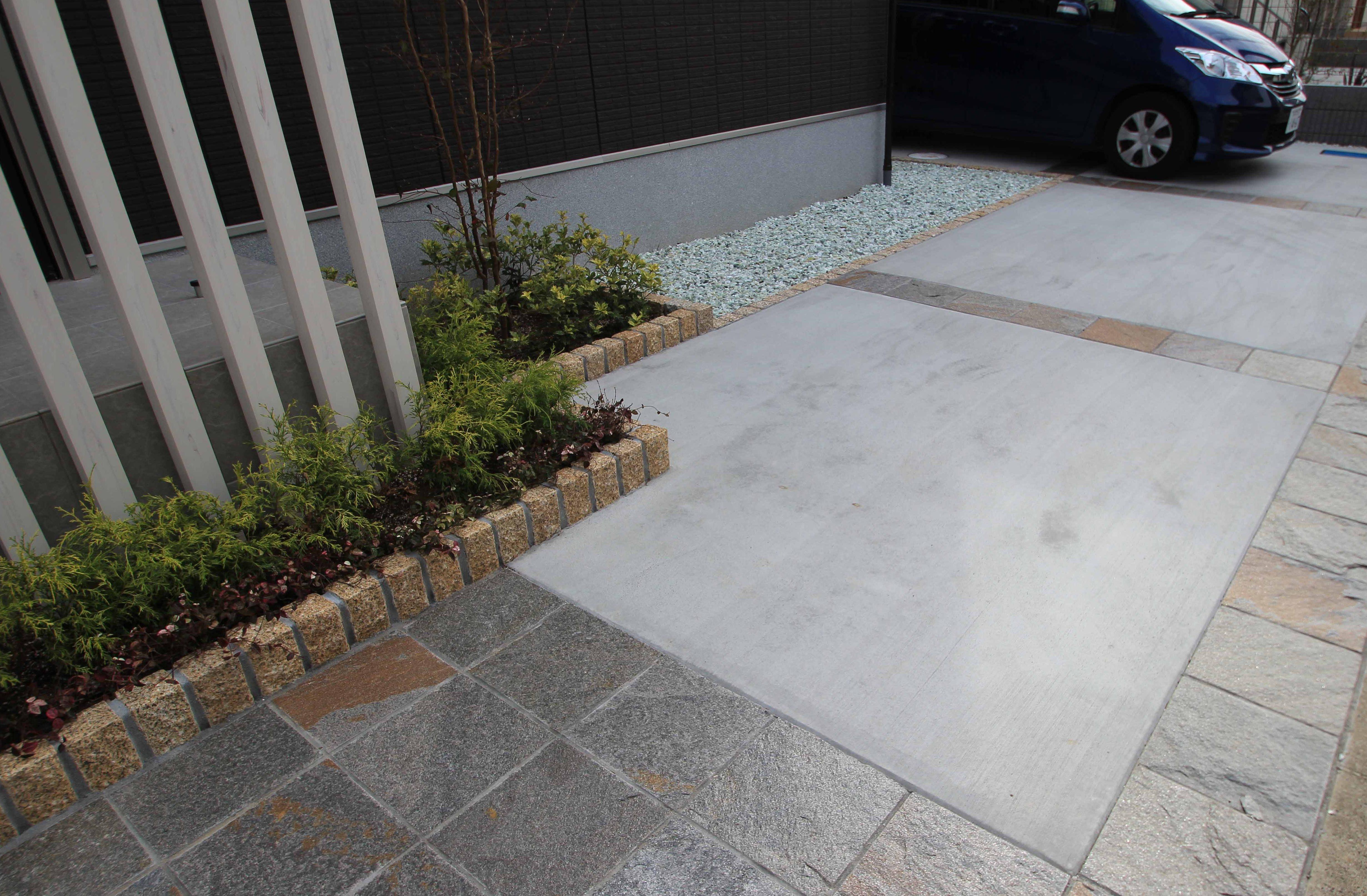 千葉市。<br>真っ白なボーダータイルとアースカラーの石畳。6