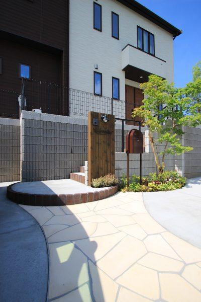 千葉市緑区。<br>アンティークテイストのアプローチ。6