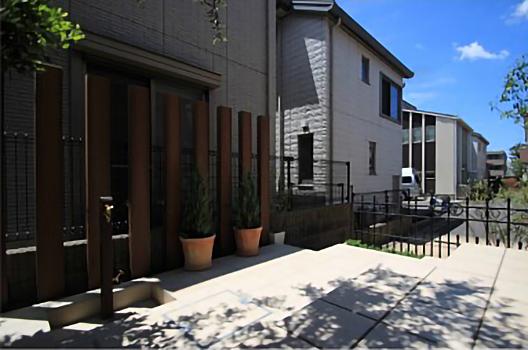 千葉市稲毛区。ボタニカルなアイアン扉で玄関リフォーム。8