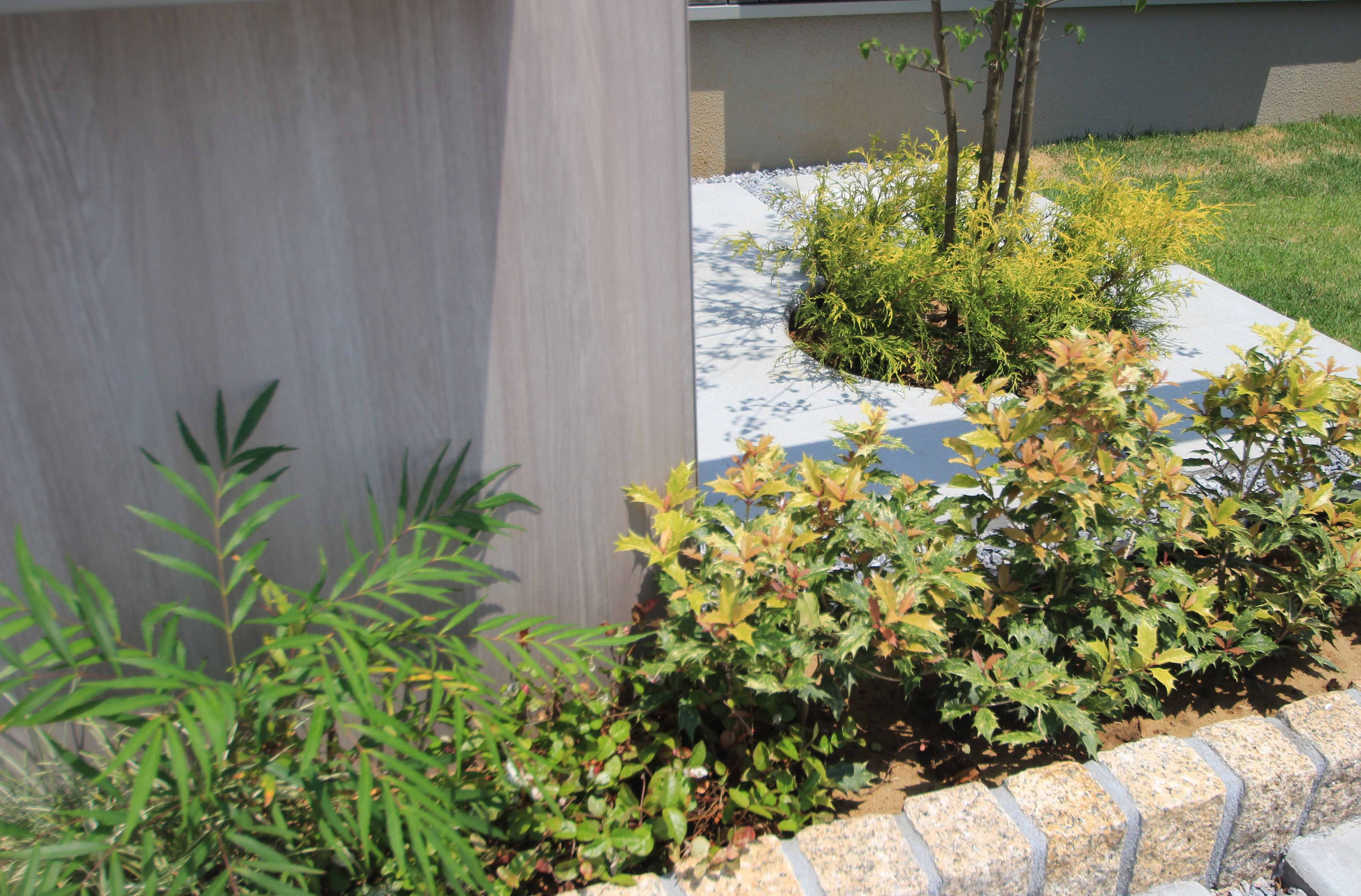 千葉市花見川区。新緑がはなやぐ贅沢な空間。きれいめエクステリアの完成です。10