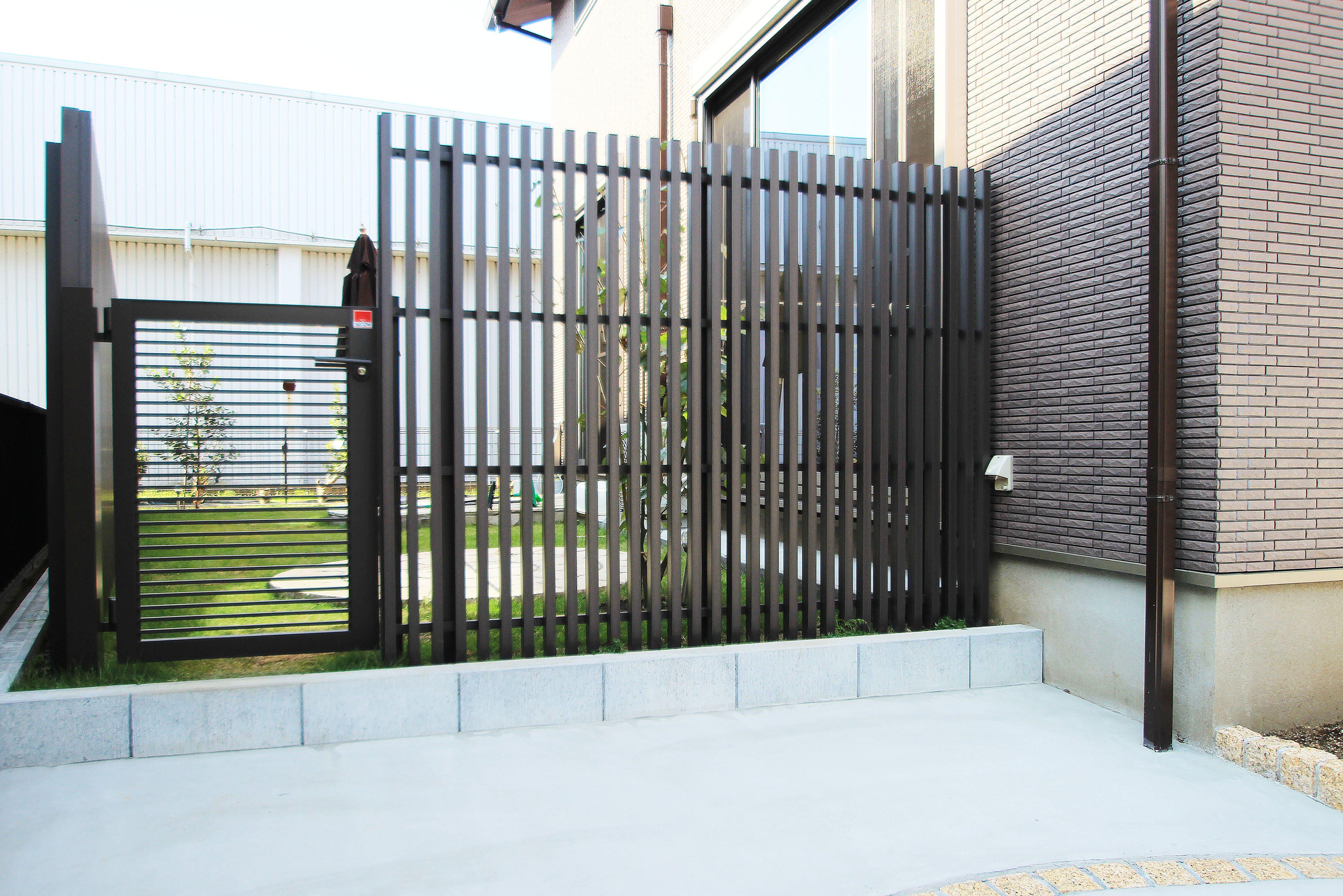 塗り壁と石貼りの高級観あるクローズ外構 <br>佐倉市U様邸8