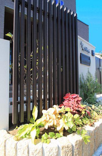 塗り壁と石貼りの高級観あるクローズ外構 <br>佐倉市U様邸11