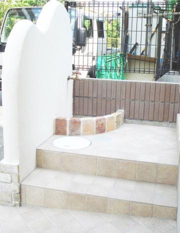 真っ白な塗壁のかわいいエクステリア<br>世田谷区N様邸8
