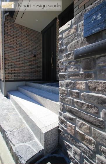 重厚な石貼りの玄関廻り 江戸川区T様邸8