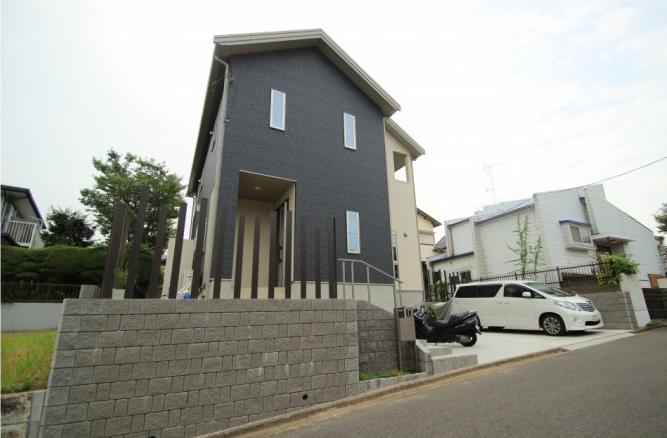 高台で高低差のあるエクステリアプラン<br>成田市9