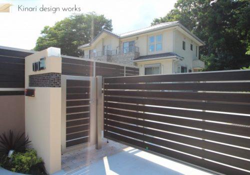 >千葉市柏井町。木目フェンスのおしゃれなアプローチ。かわいいレンガのガーデン。