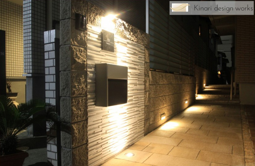 千葉県浦安市にて。ライトアップが素敵。リゾートなモダンエクステリア。1