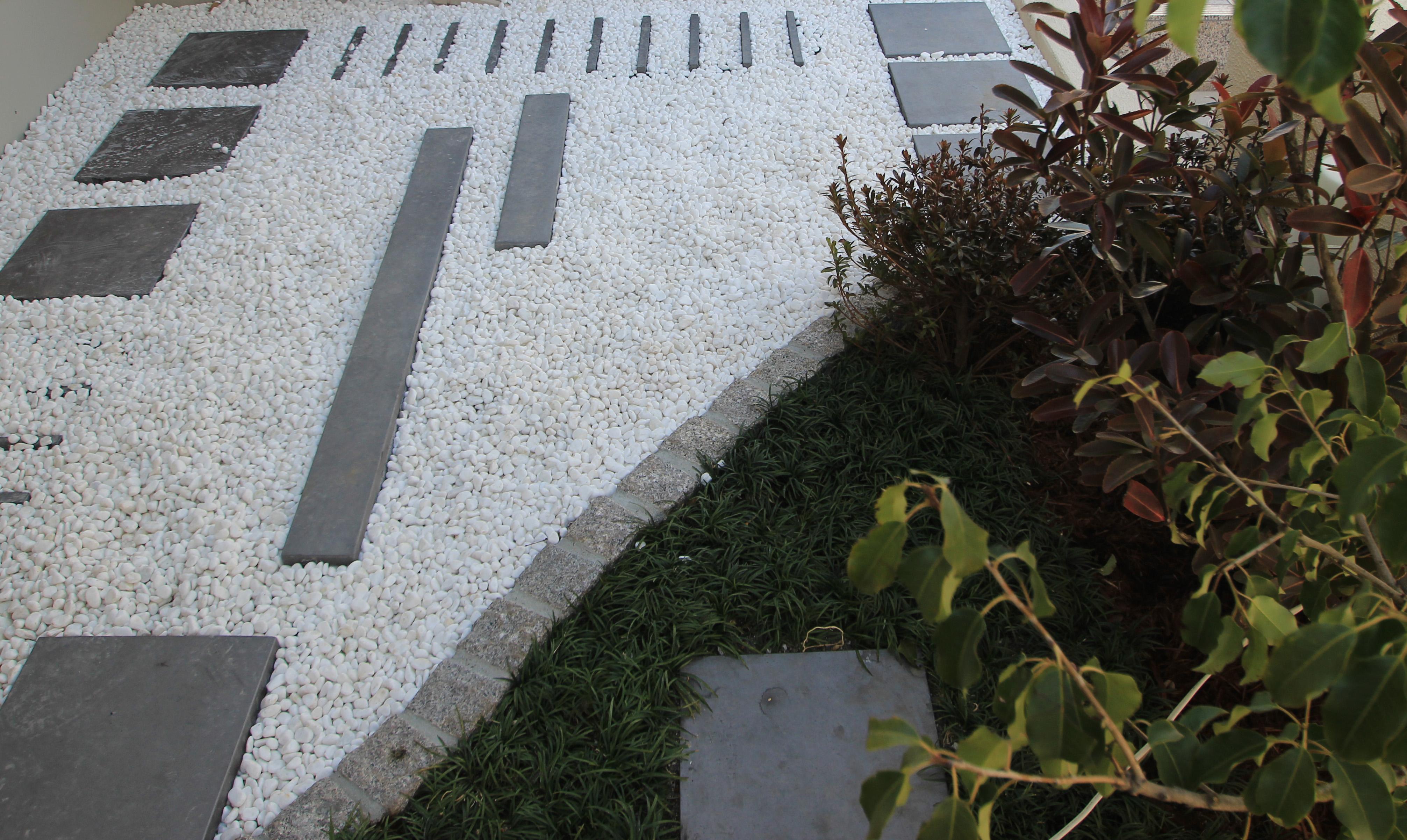 アプローチにゆったりスロープ<br>市川市住宅展示場7