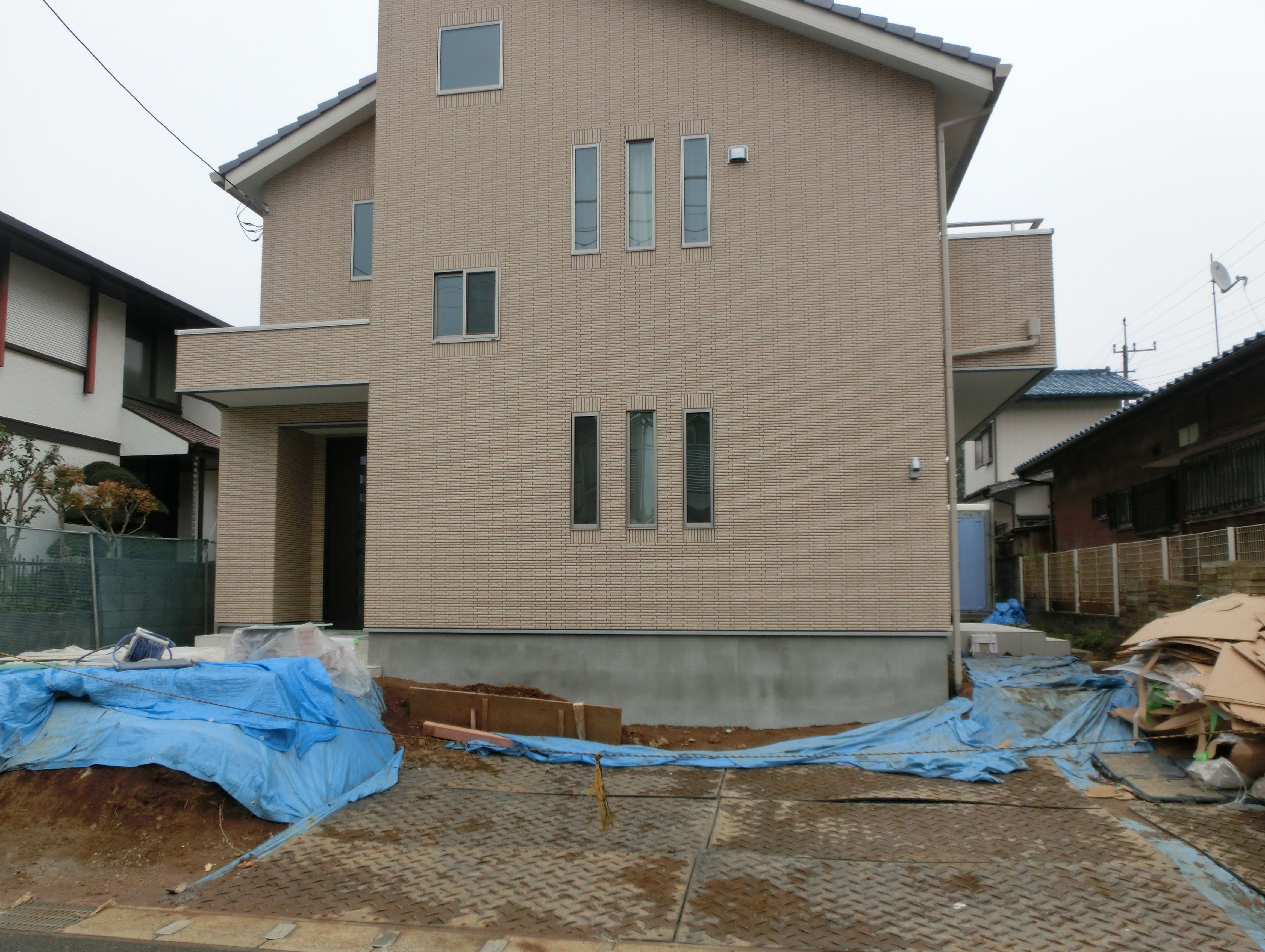 石貼りの階段があるエクステリア<br>千葉市K様邸7