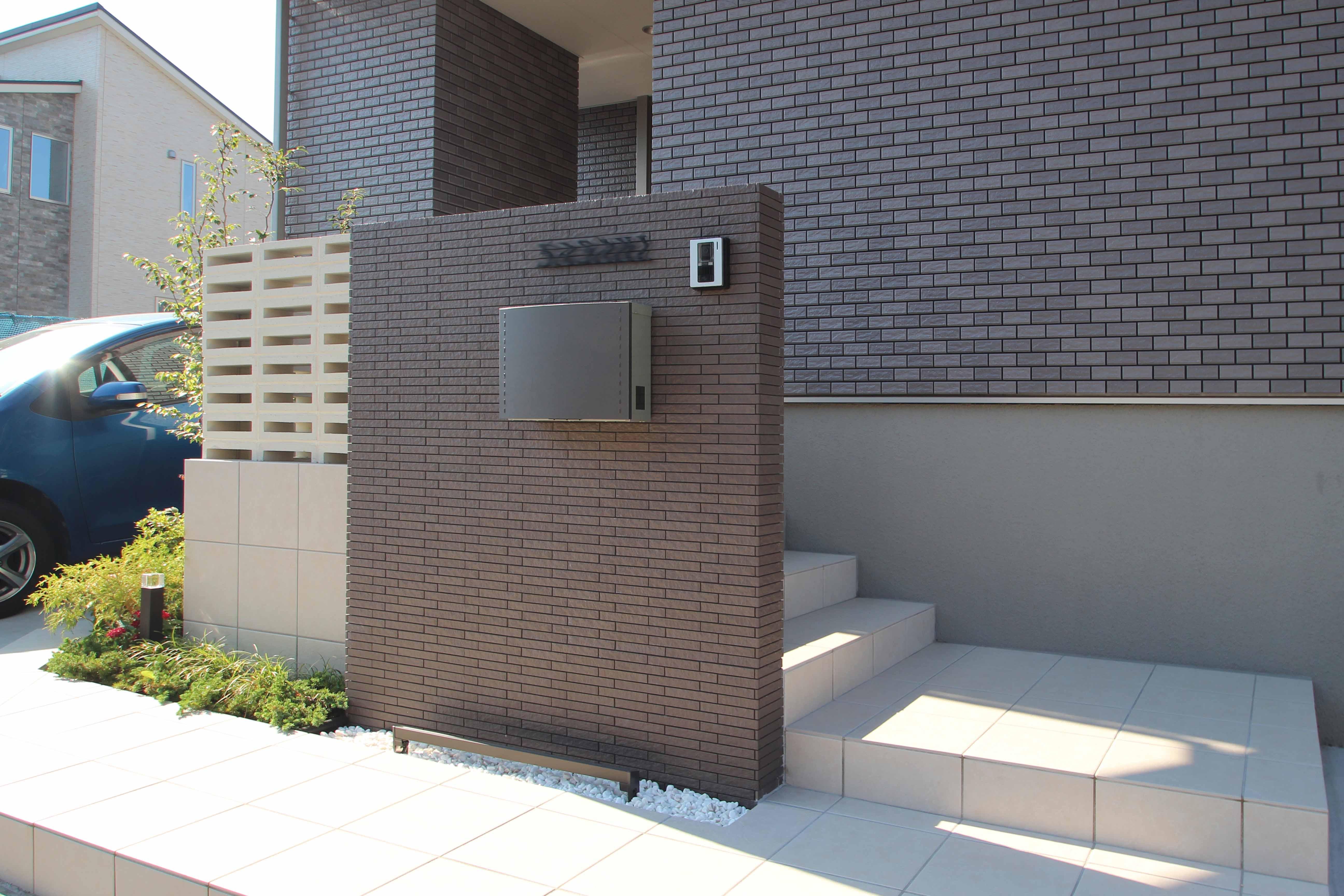 千葉市緑区。<br>スクリーンブロックの透け感で<br>すっきり美人な玄関廻り。6