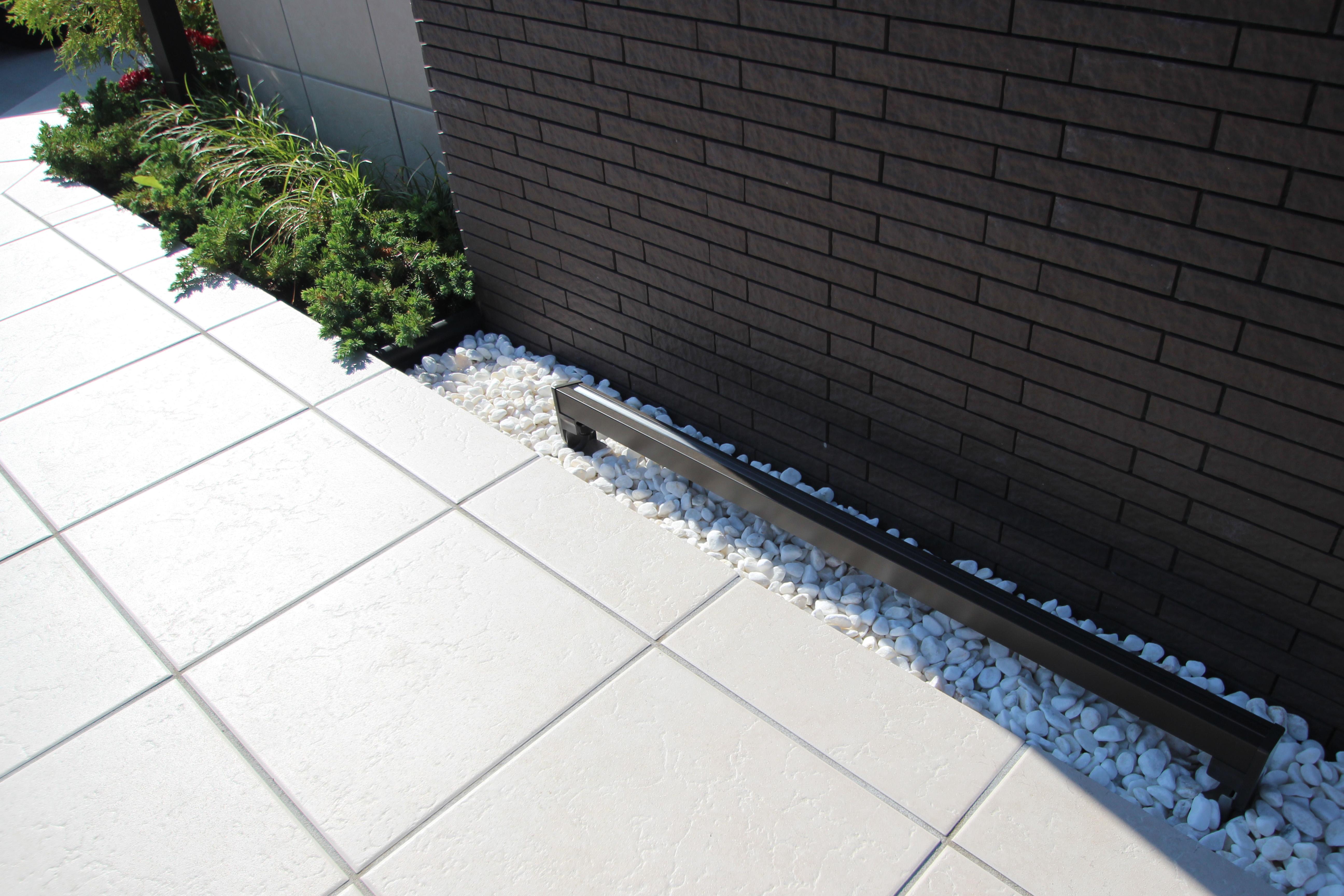 千葉市緑区。<br>スクリーンブロックの透け感で<br>すっきり美人な玄関廻り。8