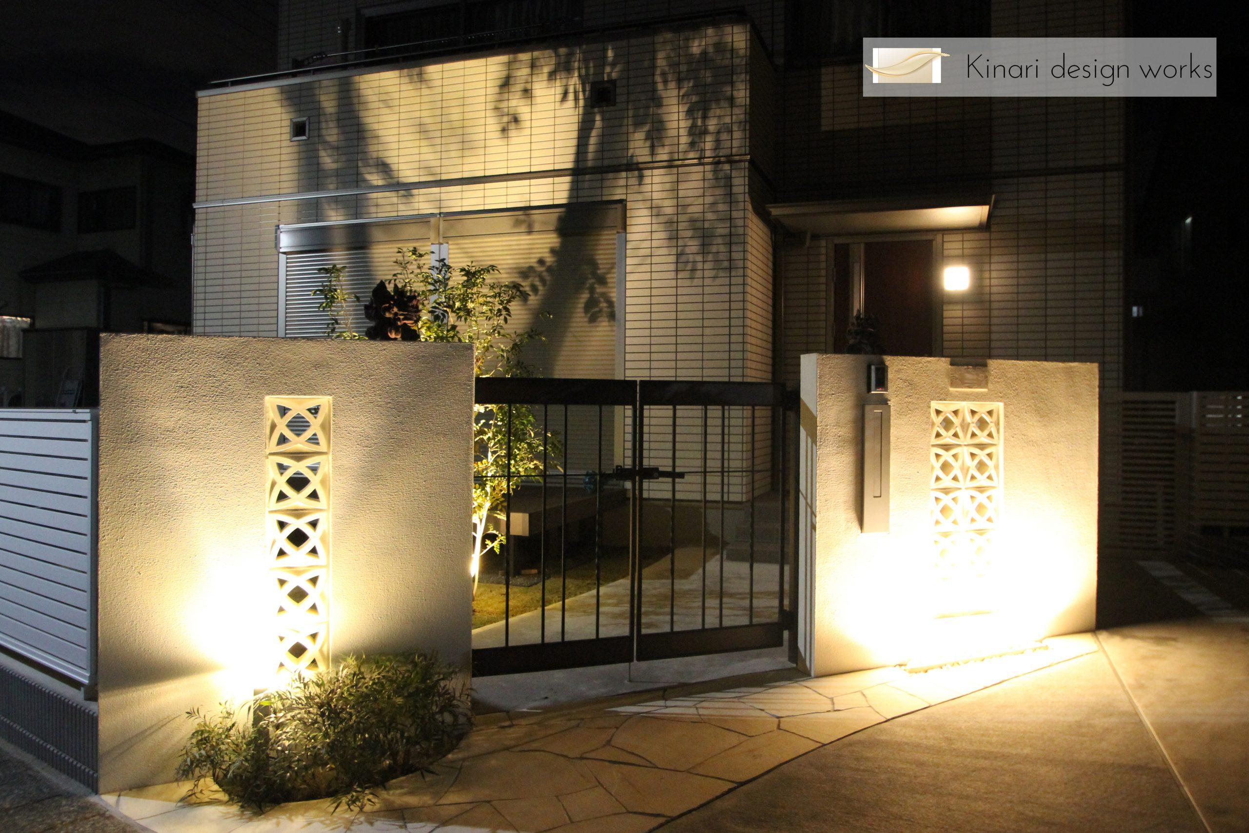 千葉市。<br>オリエンタルなリゾートテイスト。<br>自然石でデザインした門廻り。1