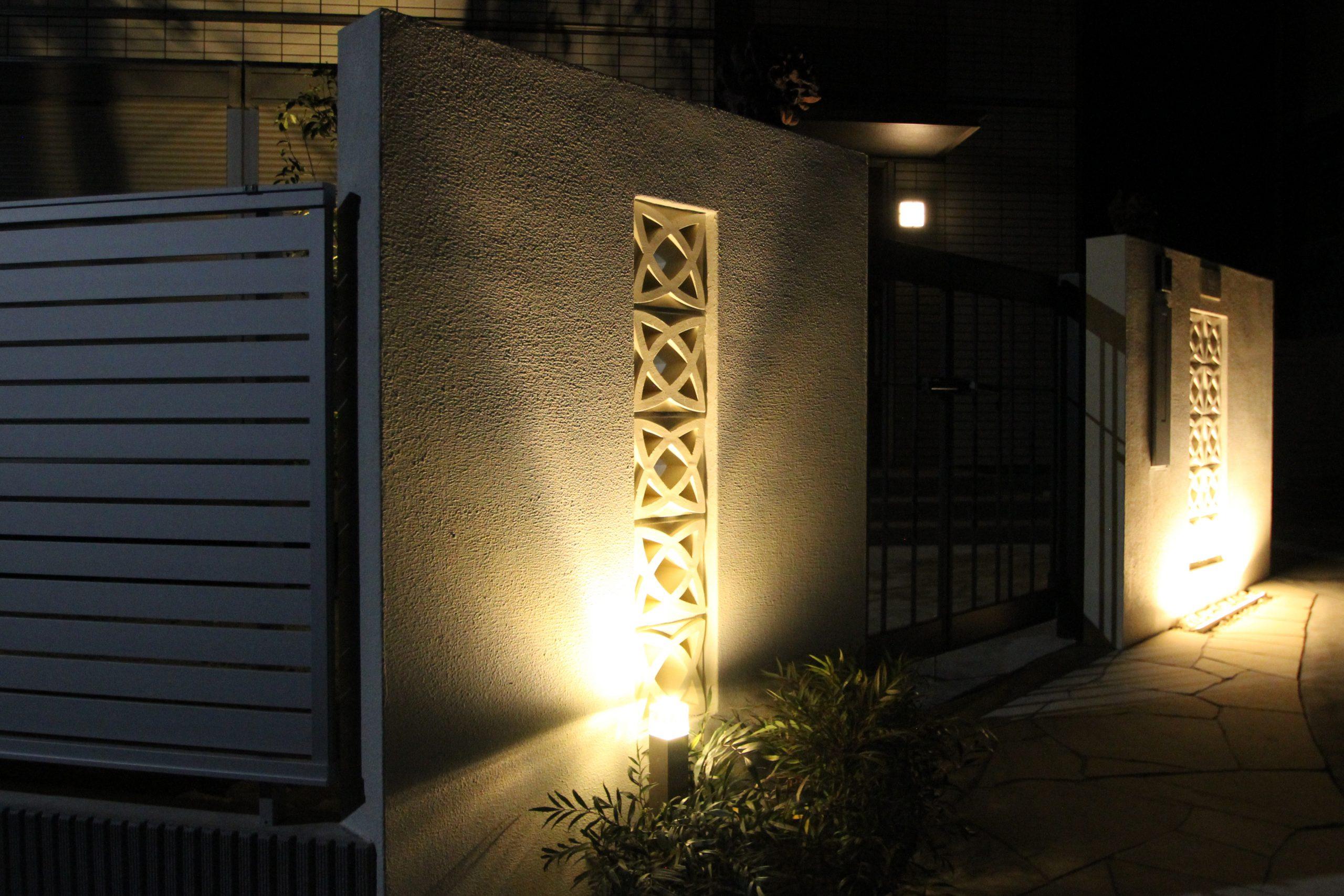 千葉市。<br>オリエンタルなリゾートテイスト。<br>自然石でデザインした門廻り。9
