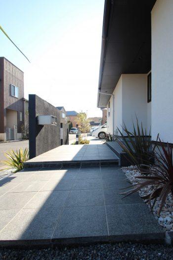 千葉市。<br>上質な石貼りのオープンスタイル。10